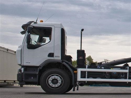 用于法国马库尔厂址中低放废物运输的卡车