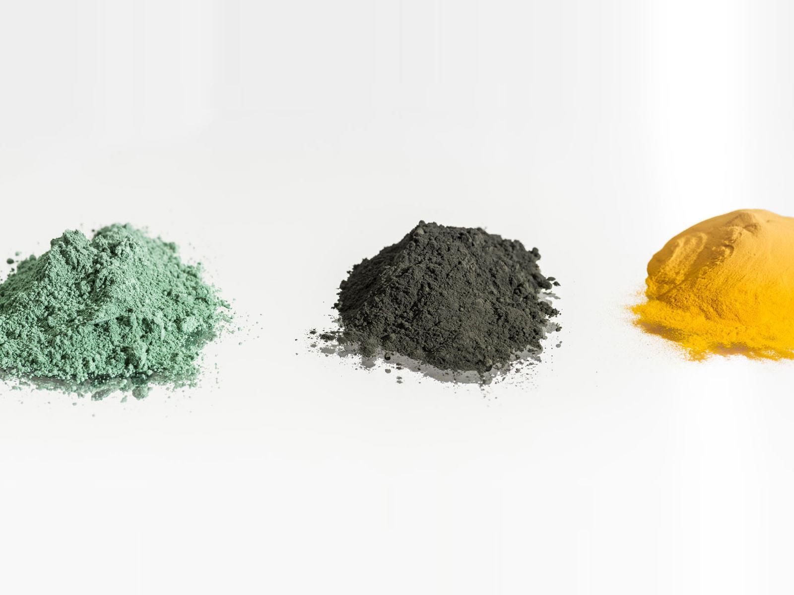 Echantillons de minerai : Tetrafluorure d'Uranium (UF4), Yellow cake (calciné et naturel)