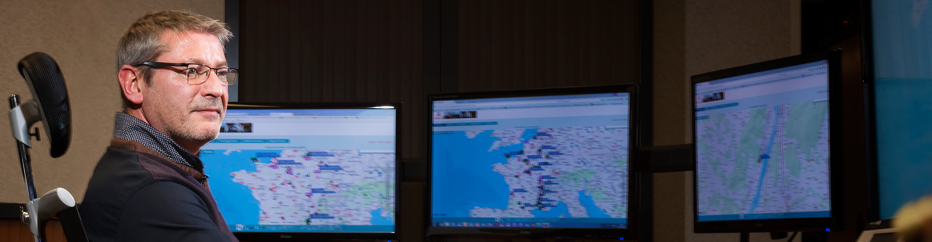 Transport tracking operations center. ORANO TN, Saint-Quentin-en-Yvelines. Portrait of an employee.